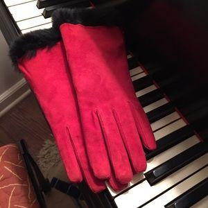 Accessories - NWOT suede gloves